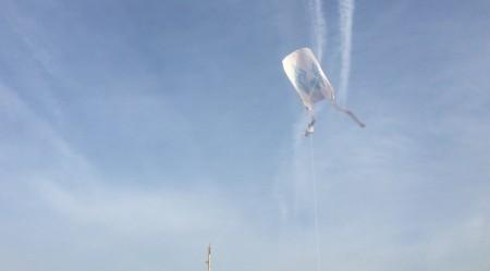 江の島で凧揚げ