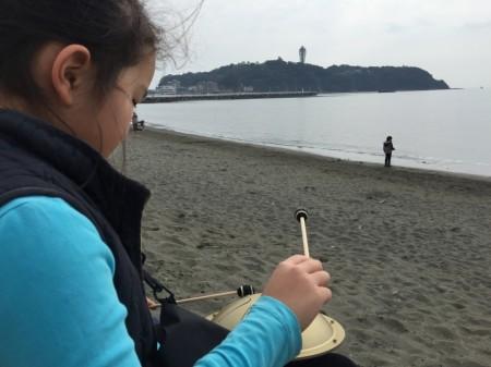 江ノ島でガンクドラム演奏
